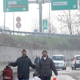 """Le ruspe abbattono la """"città"""" dei rom"""