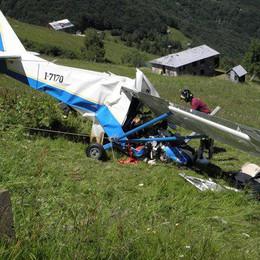 Ultraleggero cade in Valsesia, due lodigiani salvi per miracolo