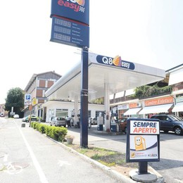 Distributori di benzina in ginocchio