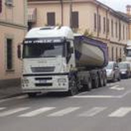 Via Emilia vietata ai mezzi pesanti