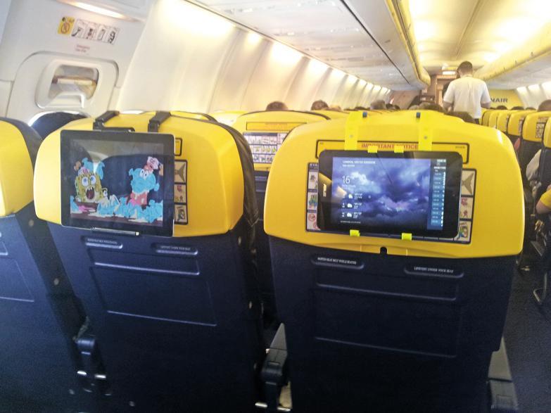In aereo con il porta tablet