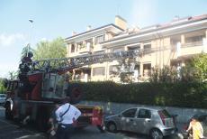 Puzze nauseanti dalla casa, blitz dei pompieri
