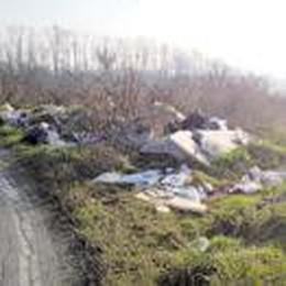 La campagna della Gallinazza invasa dai rifiuti