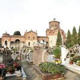 Al cimitero rubano anche i peluche