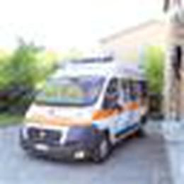 Il bimbo ha fretta e nasce sull'ambulanza