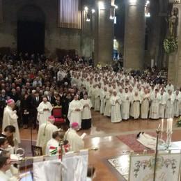 Cattedrale gremita per l'ordinazione episcopale di monsignor Miragoli