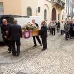 Folla alla Maddalena per salutare Daccò