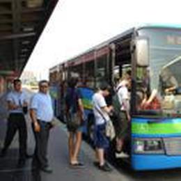 Tagli festivi degli autobus, nel Sudmilano Comuni in rivolta