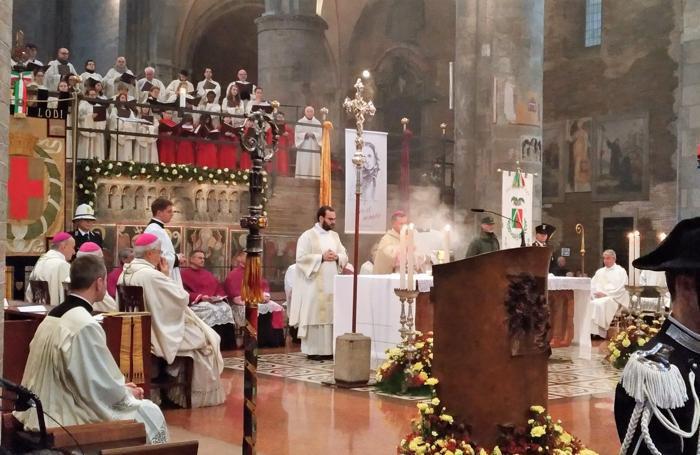 Un momento della messa(foto Ratzinger)