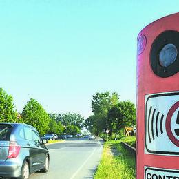 """Pioggia di multe in appena 4 ore per le """"corse"""" sulla strada provinciale 193"""