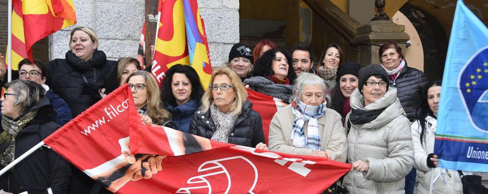 Ieri la manifestazione delle cuoche a Lodi: si va verso il secondo sciopero