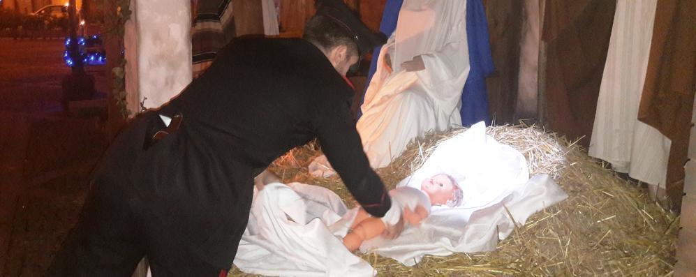 Rubò Gesù dal presepe di San Colombano, ora lavorerà per la Pro loco