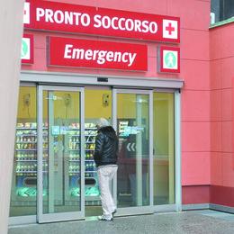 Pediatria nel caos: «Abbiamo atteso fino a otto ore per una visita»