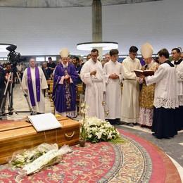 Nella cattedrale di La Spezia i solenni funerali di monsignor Staffieri
