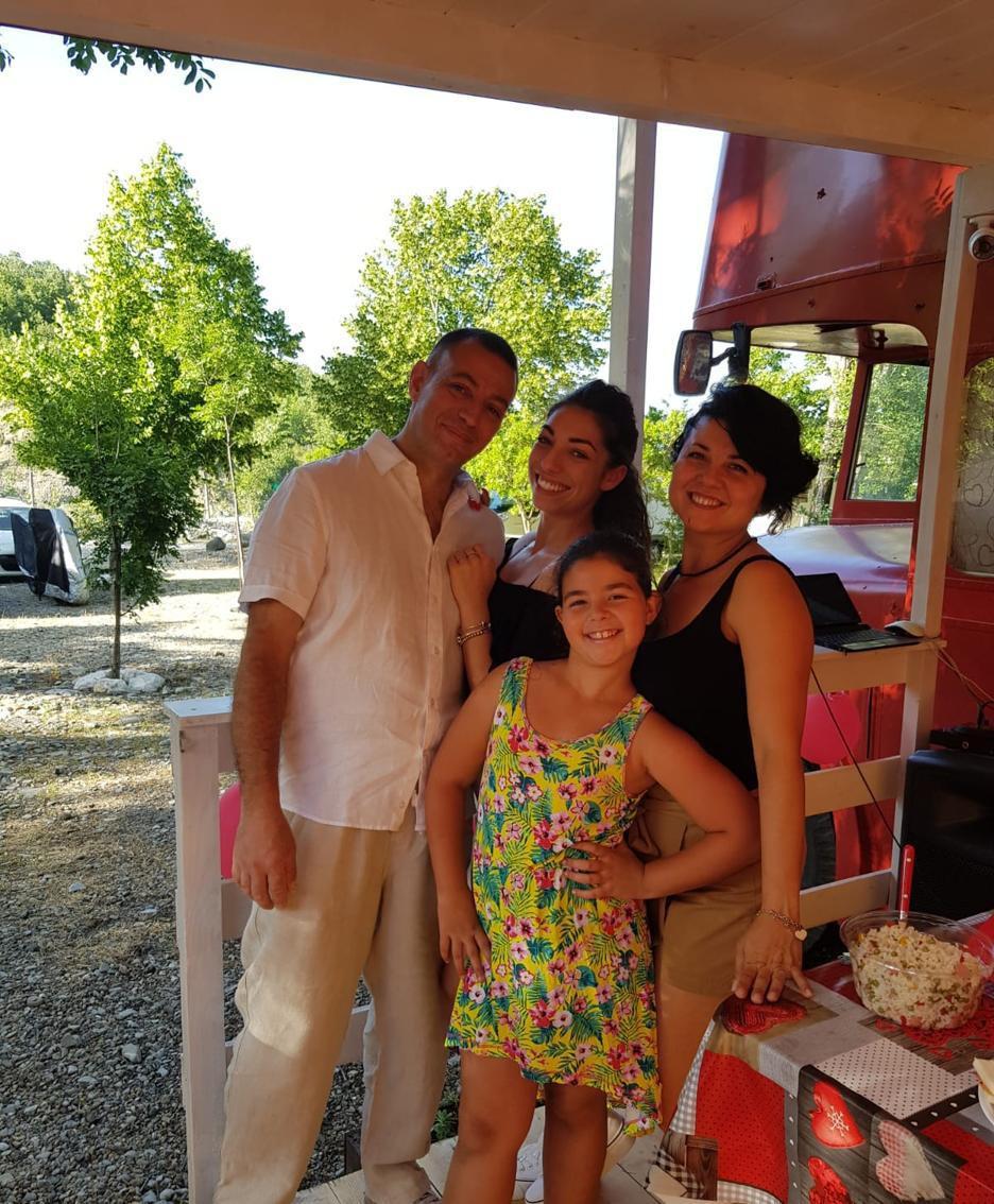 Roberto Marino con la famiglia nel bus