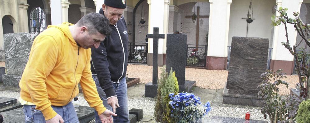 Dopo il saccheggio la beffa: no ai rimborsi per i danni al cimitero