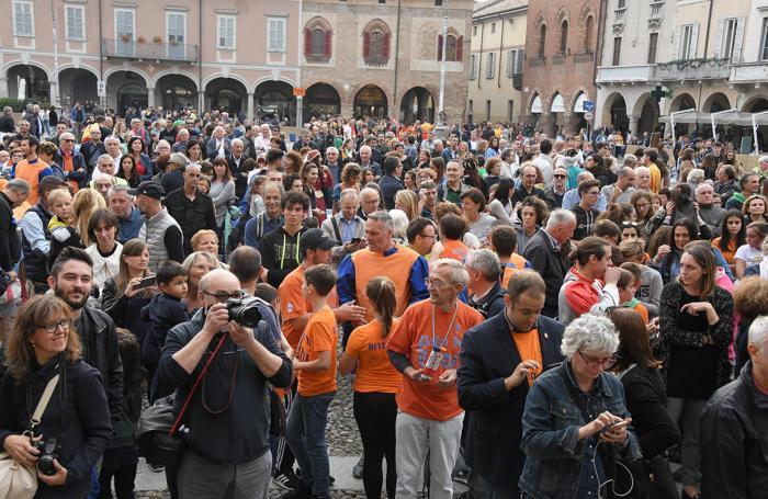 La piazza affollata