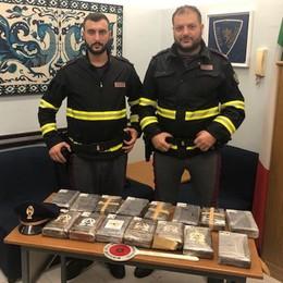 """Dal furgone """"spuntano"""" sedici chili di cocaina: due arresti al casello Teem"""