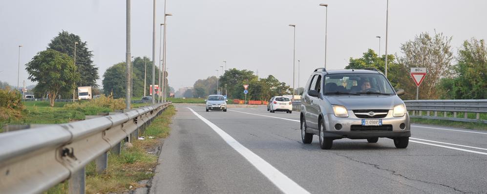 A piedi sulla via Emilia, un 38enne travolto da un'auto