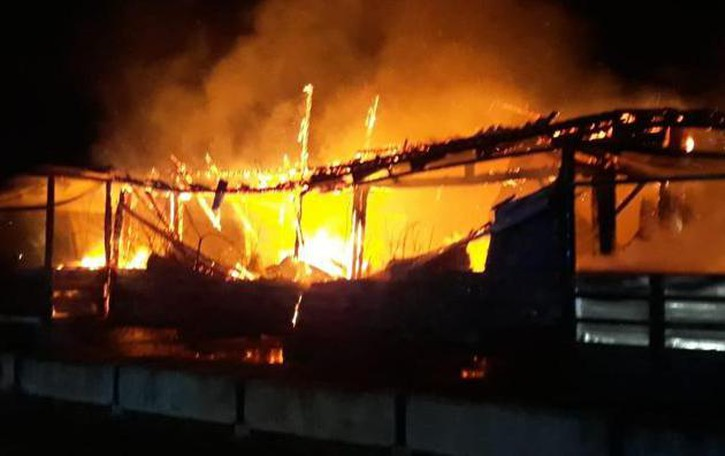 Fiamme nella notte a Cornegliano: brucia l'ufficio del campo volo degli ultraleggeri VIDEO