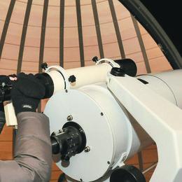 Oggetti misteriosi in cielo: «Sono satelliti per il web»