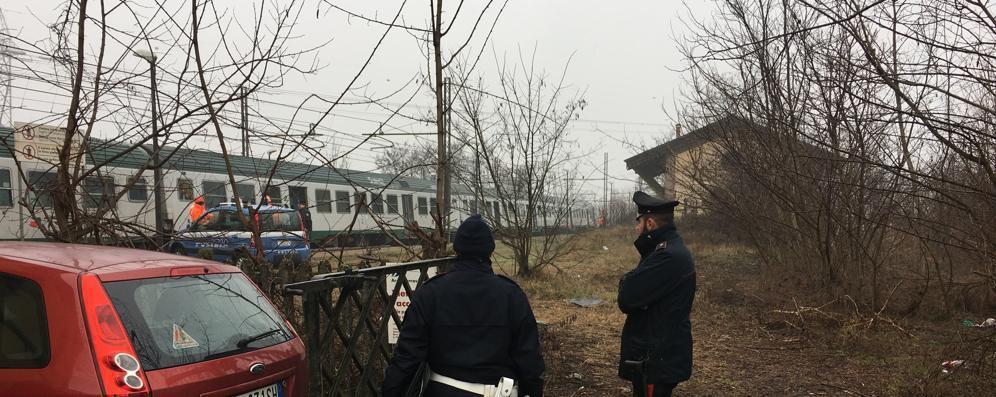 Lanciano sassi contro il treno, fermati gli autori