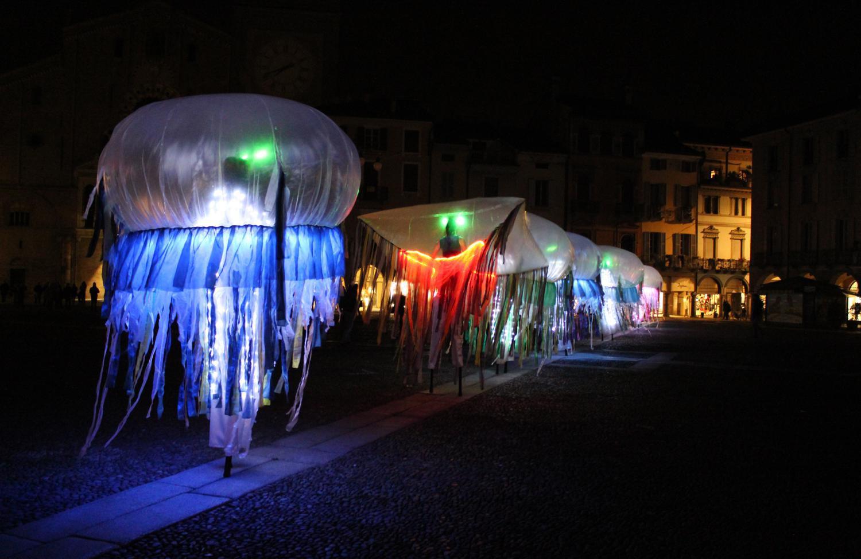"""""""Meduse"""" in piazza Vittoria"""