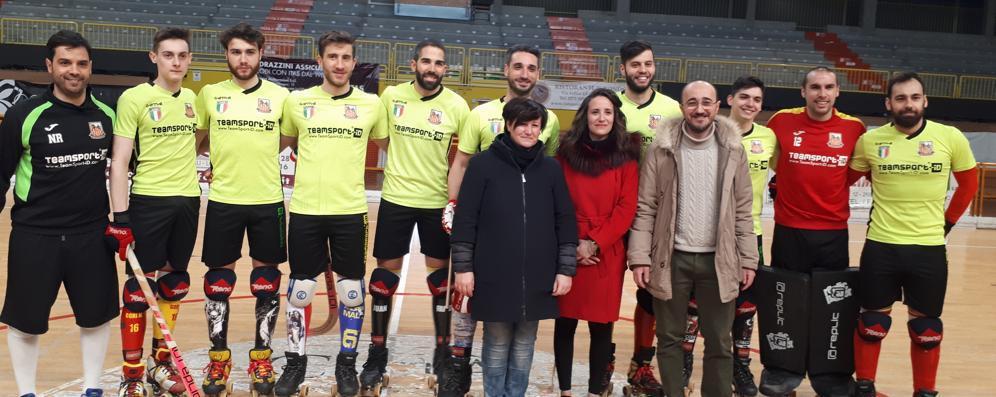 Lodi, la visita dell'assessore regionale: Cambiaghi al palazzetto dell'hockey
