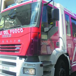 Si incendia la canna fumaria, vigili  del fuoco a Mairago