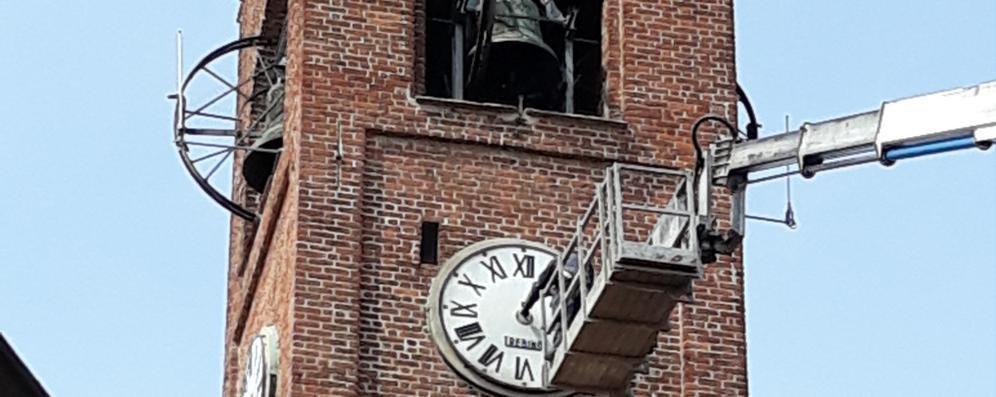 """Melegnano, il maestro degli orologi al lavoro dentro il """"campanone"""""""