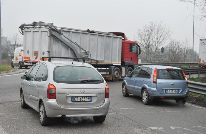 Traffico alla rotonda della Faustina