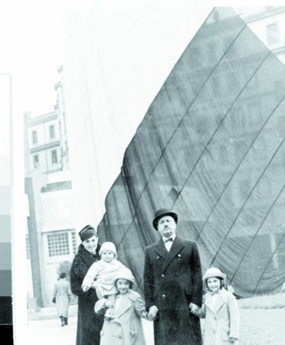 Marinetti con la moglie e le figlie Vittoria, Ala e Luce, madre di Francesca Barbi Marinetti