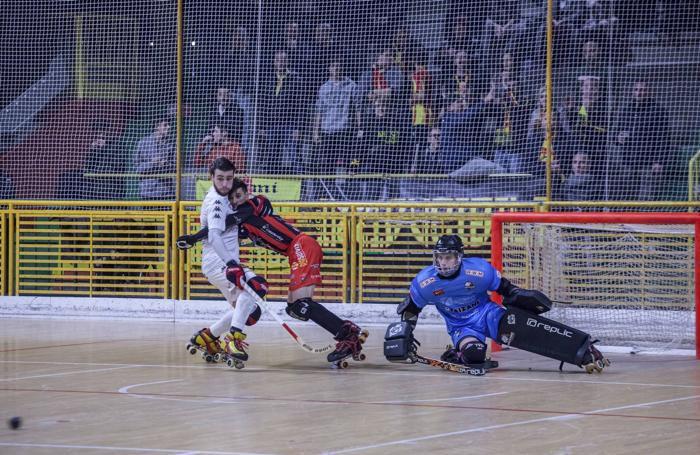 Lucas Martinez in un corpo a corpo con Ale Verona