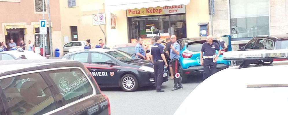 Rissa a colpi di mazze e coltelli in pieno centro a Sant'Angelo - VIDEO
