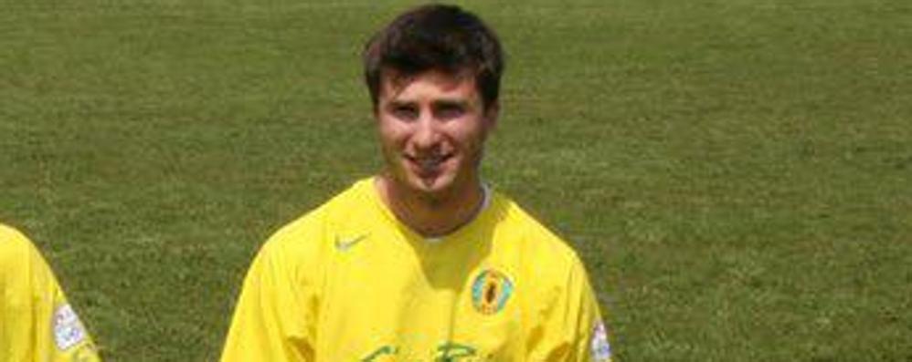 Muore a 33 anni Umberto Riboni, giovane papà ed ex calciatore