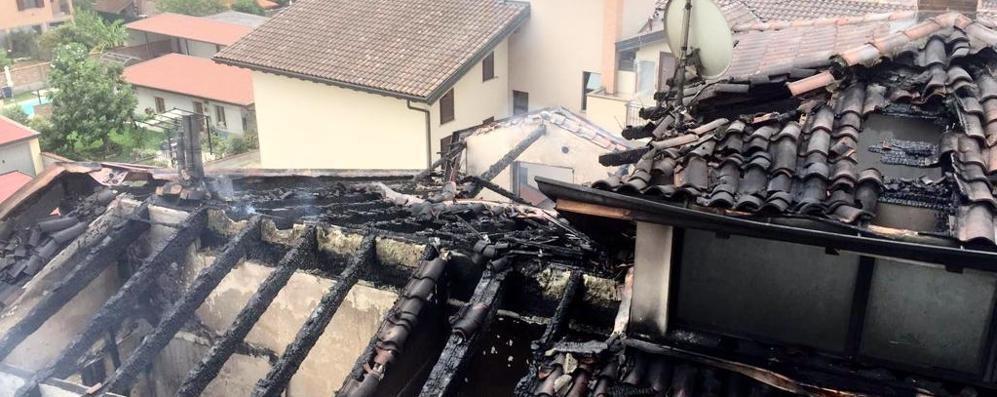 Fiamme in una palazzina di Borgo San Giovanni: evacuati 12 appartamenti - VIDEO