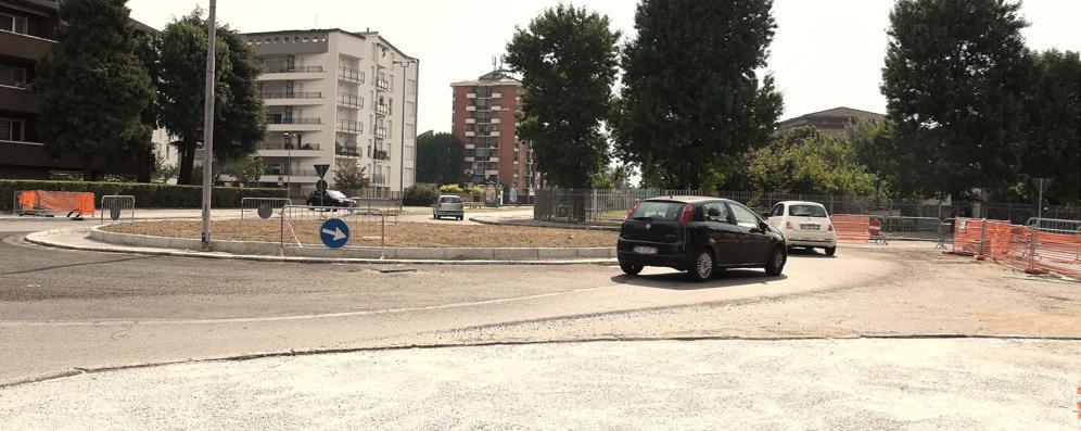Lodi, prende forma la nuova rotatoria di viale Europa