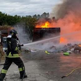 Valera, denunciato l'autore dell'incendio alla piazzola: «Mi è caduto un mozzicone»