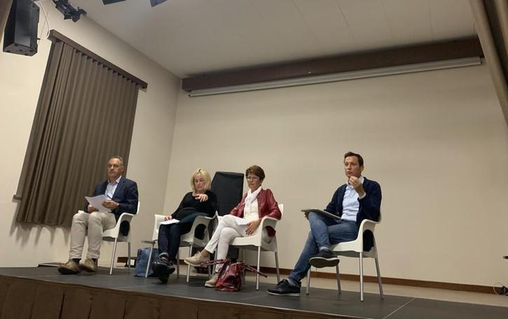 """Un patto fra Castelnuovo e Caselle per risolvere il """"taglio"""" delle scuole"""