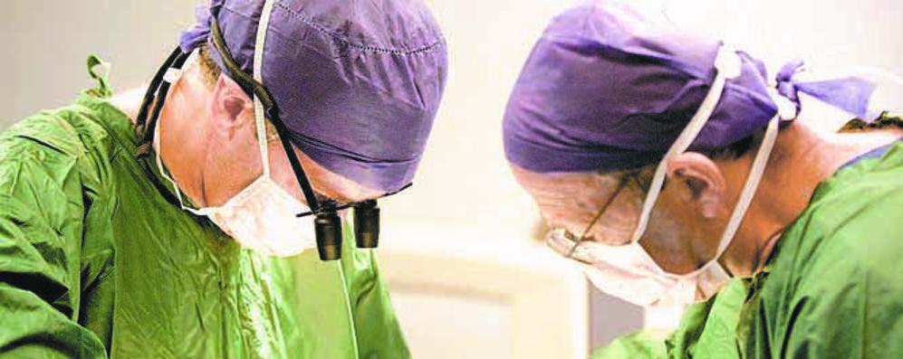 Muore dopo la rimozione dei calcoli, inchiesta aperta in due ospedali