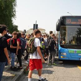 Ore 13.30, caos a Casale: viabilità in tilt tra auto, pullman e alunni
