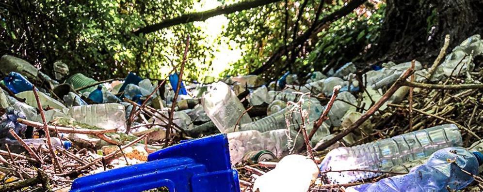 San Giuliano, via i rifiuti dalla roggia Visconta
