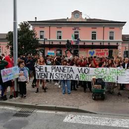 Clima, al via dalla stazione la manifestazione degli studenti. VIDEO