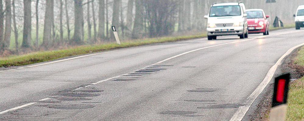 Via le buche dalle provinciali: 3,5 milioni per i nuovi asfalti