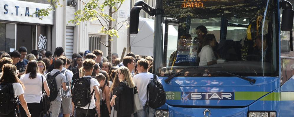Bus da Lodi sovraffollato e studenti a terra, un'ora di attesa per ritornare a casa