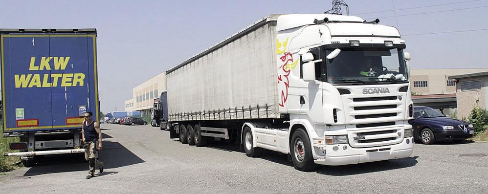 CASALE I ladri restano impantanati dopo il furto di tonno e Red Bull nella logistica