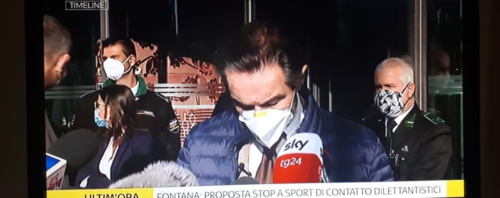 Fontana incontra i sindaci lombardi: «Meno affollamento sui mezzi pubblici»
