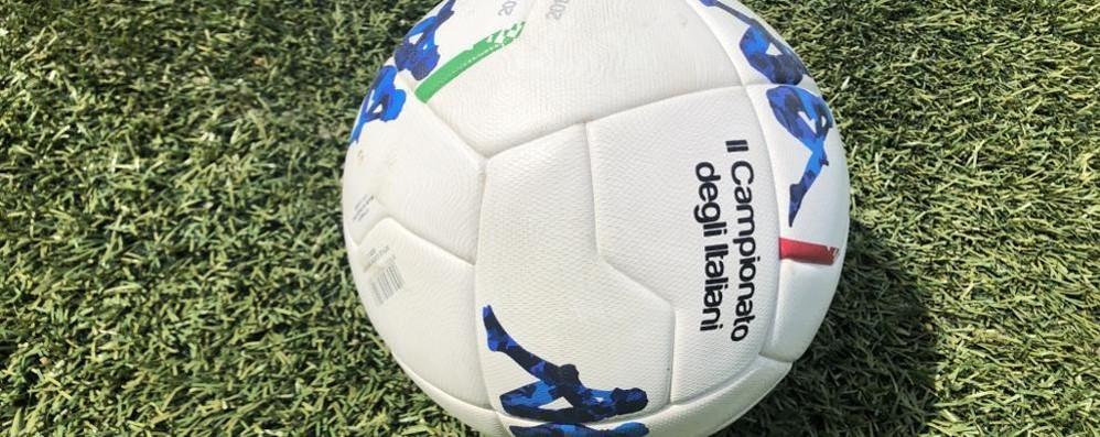 Il calcio prende a pallonate la Regione Lombardia