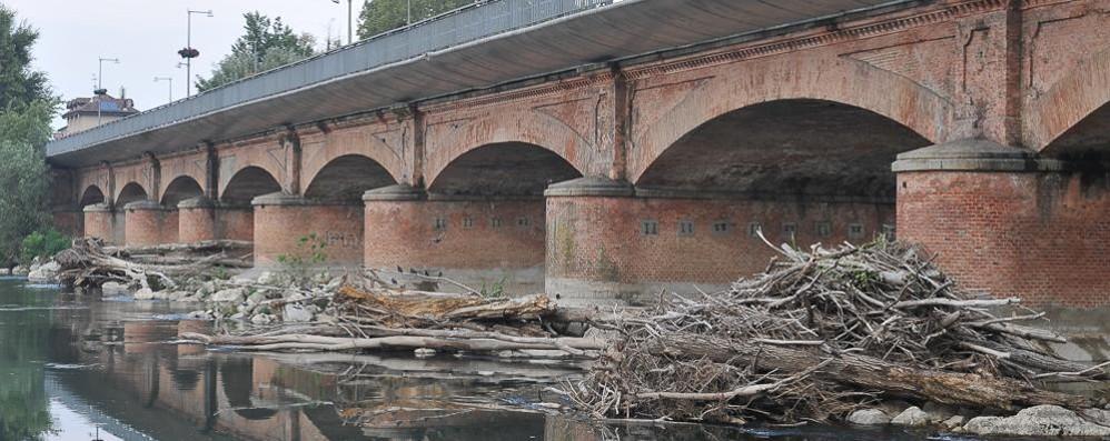 LODI Ponte dell'Adda, venerdì stop alle auto per la pulizia delle arcate
