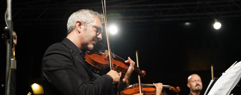 Casale, dal violinista Serafino Tedesi un appello al premier Conte e a Fedez